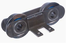 """Heavy duty"" bush conveyor chain with sealed flanged rollers and mounting bracket"